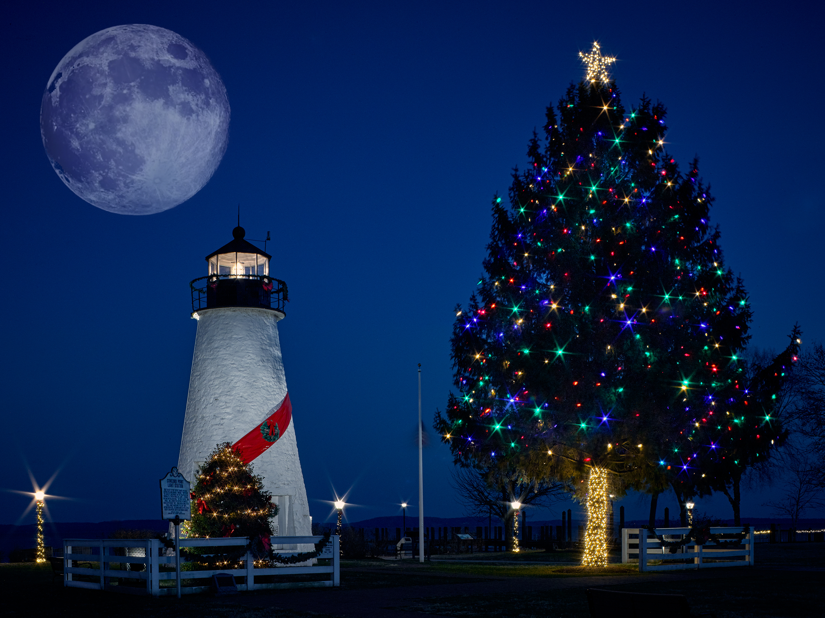 concord_Point_Lighthouse_Moon_Fin
